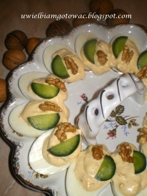 Jajka faszerowane bryndzą i orzechami