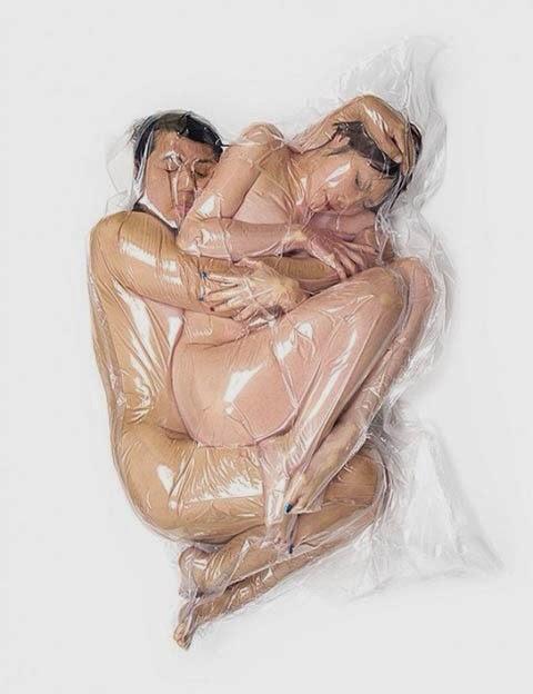 Un Par De Humanos Crudos Y Plastificados Para Prar Llevar