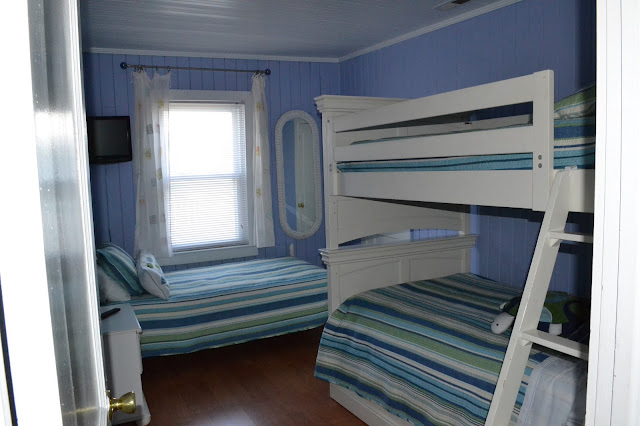 white bookshelf bunkbeds with trundle