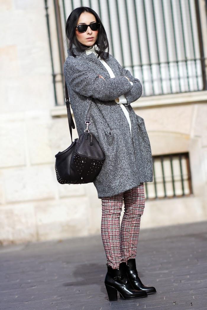 Abrigo Oversized de Grup MK estilo Isabel Marant con pantalones estampado pata de gallo