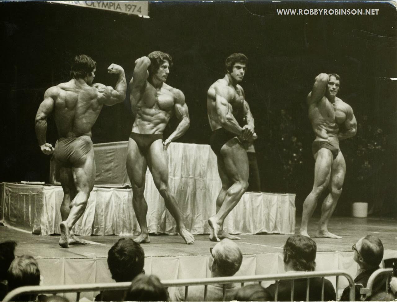 "POSE-DOWN AT MR. OLYMPIA 1974 - FRANCO COLUMBU, FRANK ZANE,  LOU ""THE HULK"" FERRIGNO, ARNOLD SCHWARZENEGGER  ● www.robbyrobinson.net//dvd_master_class.php ●"