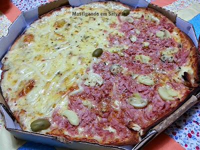 Amantes da Pizza Delivery: Pizza metade 5 Queijos metade Da Sogra