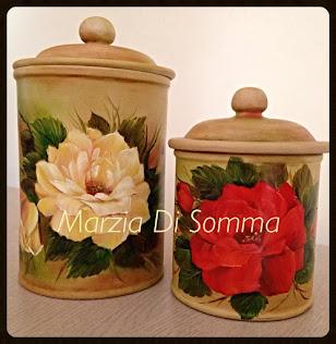 Rose dipinte su ceramica