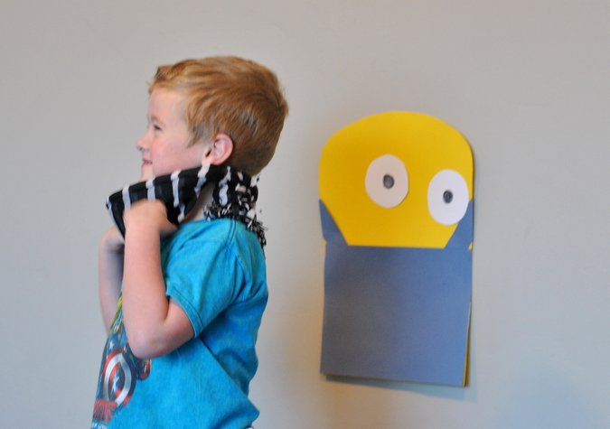 diy pin the eye on the minion party game