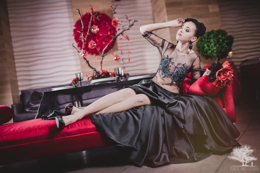 Panna Młoda w czarnej sukni ślubnej
