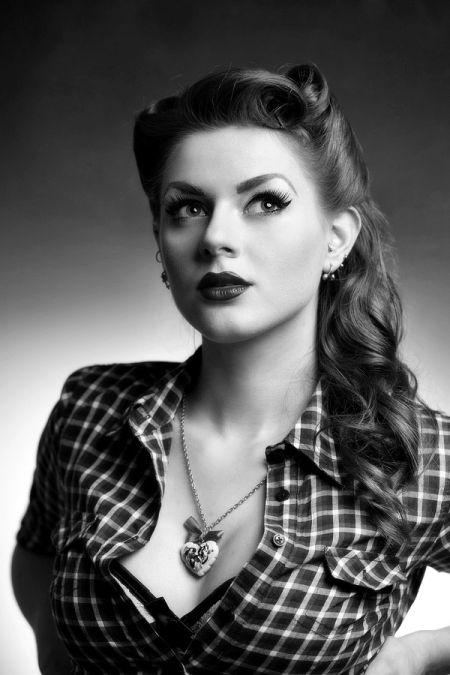 Ivana Gretel Macabre deviantart fotos modelo ruiva pin-up Em preto e branco, com um clima noir