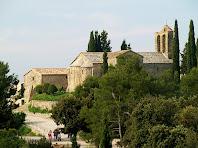 El Mas del Castell i l'església de Santa Maria des del cim de la Tossa