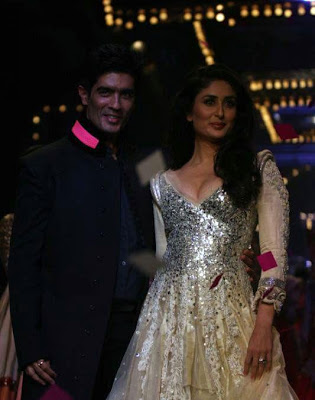 Kareena Kapoor Walks on Ramp For Manish Malhotra at Lakme Fashion Week 2011