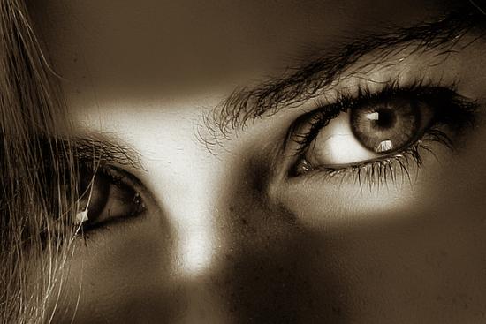 a cor dos teus olhos na minha íris