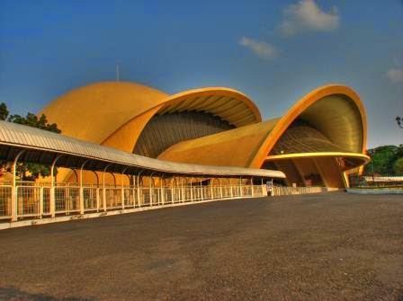 Teater 4 D dan Keong emas di Taman Mini Indonesia Indah (TMII)
