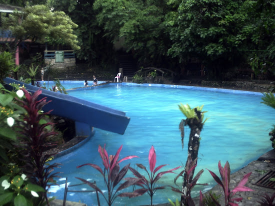 This the only pool in Batis Aramin with slide.