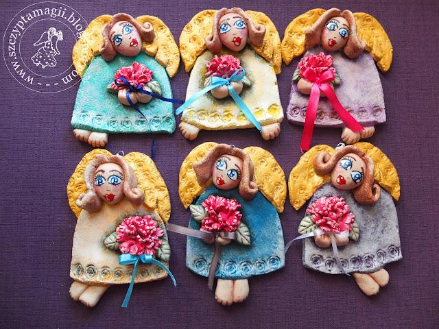 Aniołki z bukiecikami