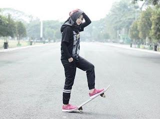 Foto Busana Olahraga Muslimah Lisa Model Terbaru Islami