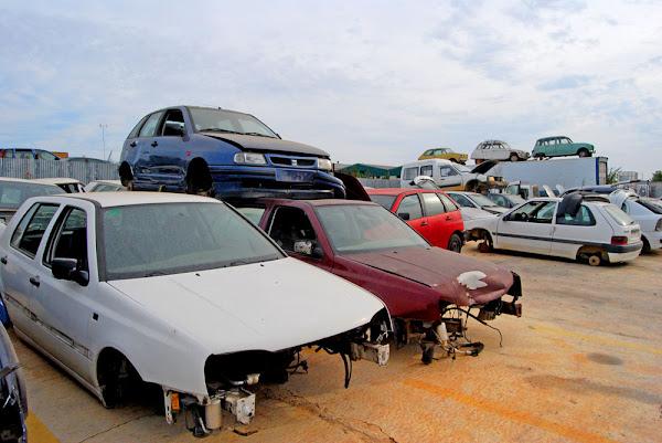 desguace,motor,coches,segunda mano,recambios,repuestos,óxido,herrumbre