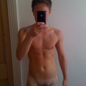 naked amatuer men with iphone