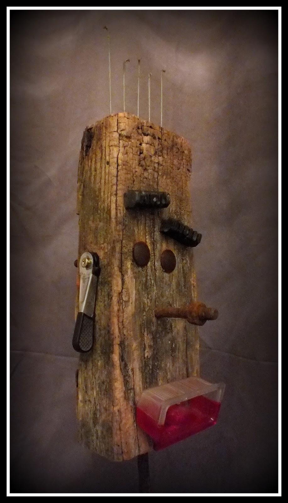 massilia alley punk totem en bois flott upcycling mutoz inc art en bois flott. Black Bedroom Furniture Sets. Home Design Ideas