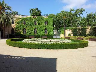 Barcelona Sights Blog - Hedges at entrance