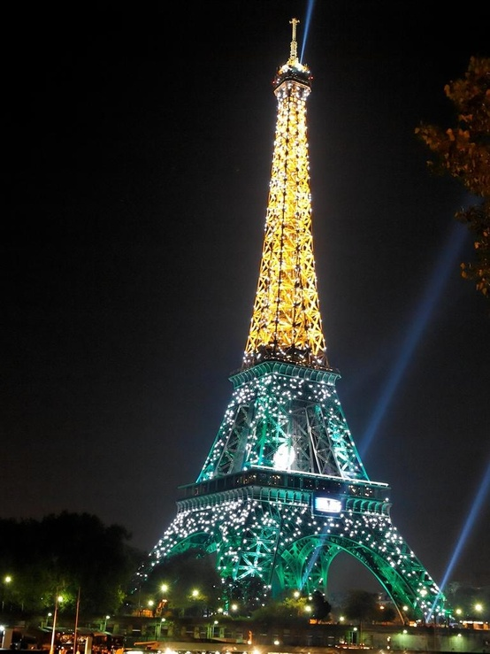 Eiffel Tower Glowing With Light A1 Pictures