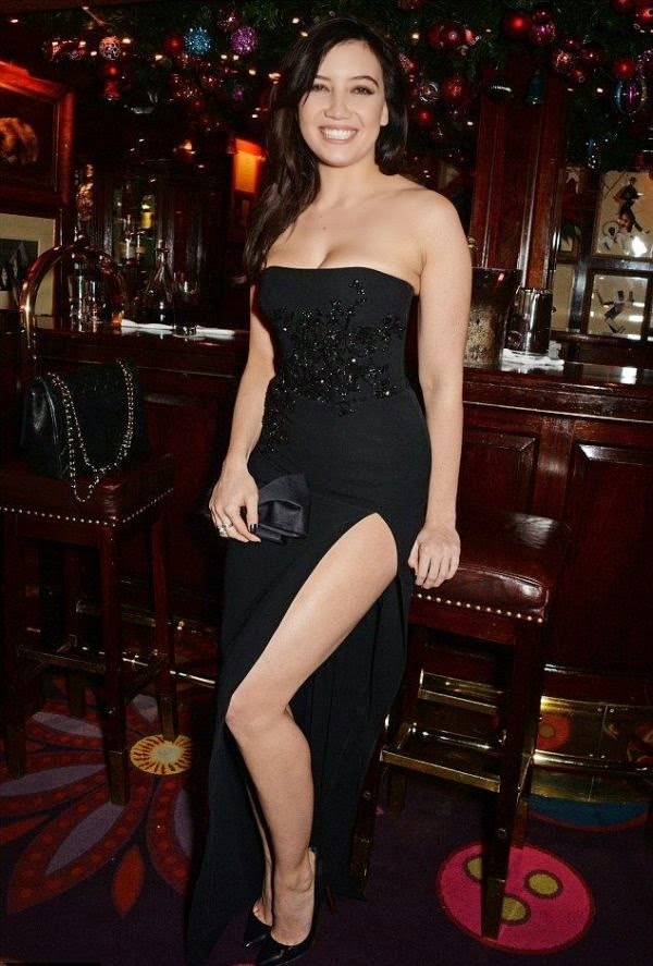 The 25-year-old just styling that made her gorgeous point in a dark strapless gown to the Supermodel event at London, England on Monday, December 1, 2014.