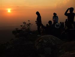 พระอาทิตย์ตกลานหินแตก