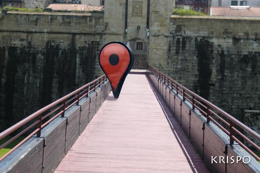 fotomontaje de marcador de google en pasarela de hondarribia