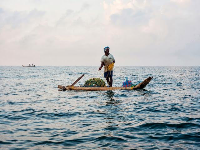 Тропическое море, рыбак