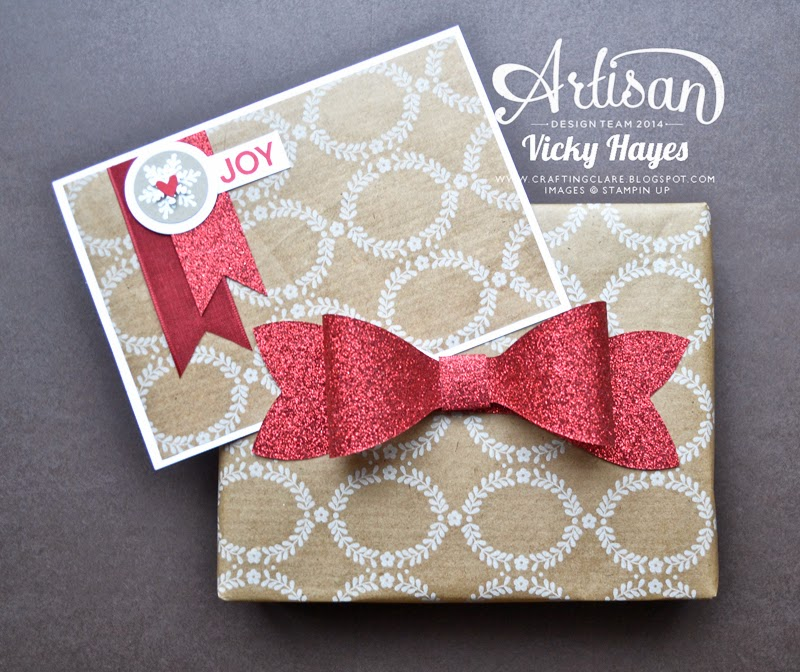 Cut several embellishements at once in different materials with the Gift Bow Bigz die
