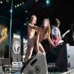 Flagras Reais transando no show de rock - http://videosamadoresdenovinhas.com