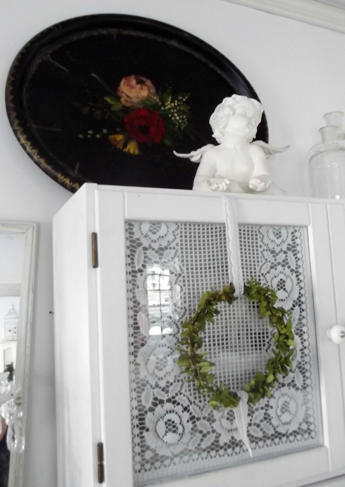 Änglarnas hus - Vintage in romantic style: En svart bricka med ...