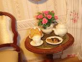 Миниатюрный чайный столик