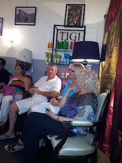 Une partie de l'assistance de Christel, animatrice Olly Boutique, pour une belle soirée dans notre salon de coiffure à Montpellier, le Studio 54.