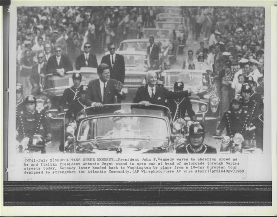 7/1/63: AGENTS GRANT & BLAINE ON REAR OF JFK'S LIMO