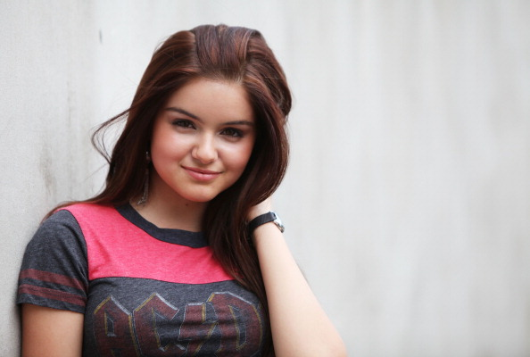 Ariel Winters Feet http://jlstars.blogspot.com/2012/05/11142011-ariel-winter-photoshoot.html