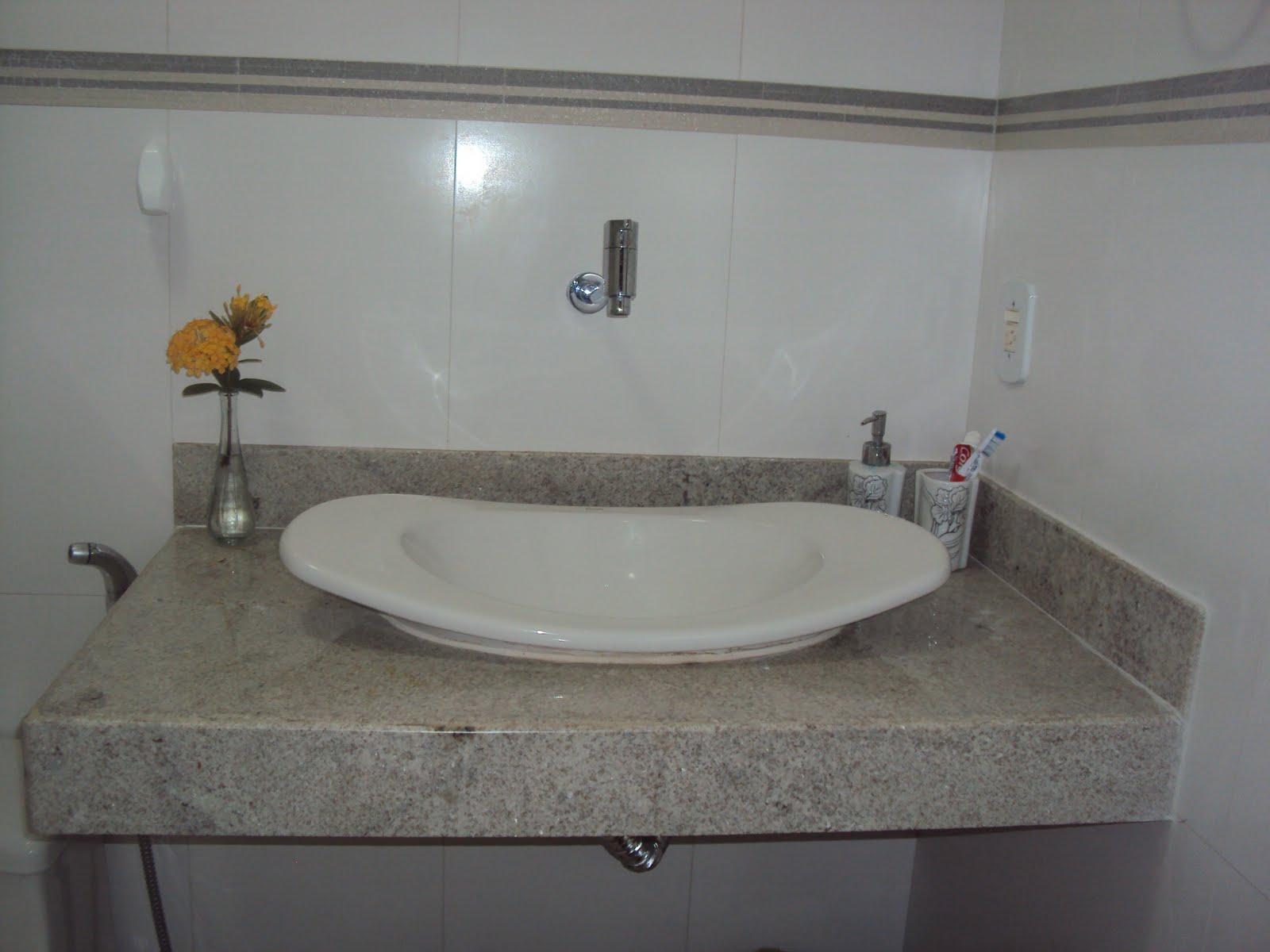 bancada a cuba e o vasinho com a florzinha pra mimar o banheiro rs #5B6E70 1600 1200