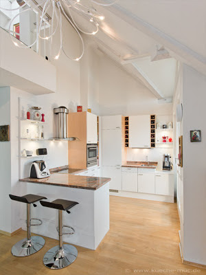 Küchenrenovierung - Frontentausch - die Folie löste sich von den Fronten. Nach dem Tausch der Fronten sieht sie wieder aus wie neu