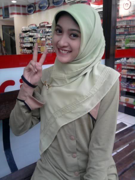 Foto Exclusive Meyda Sefira, artis cantik berjilbab! - BLACKPENDANT