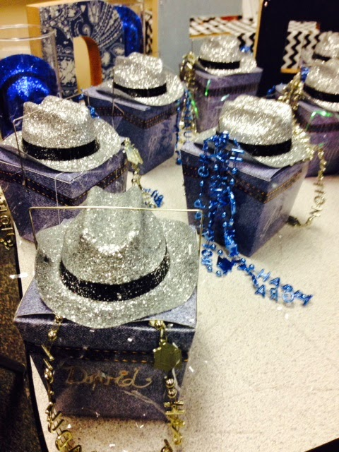The gallery for denim and diamonds centerpieces for Denim centerpieces