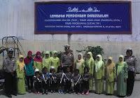 Hendra Gunawan, SH poto bersama guru TK Darussalam Muaradua