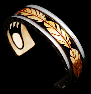 Ninjichaag Biinjina, My Spirit Inside, bracelet by ZhaawanArt Trouwringen
