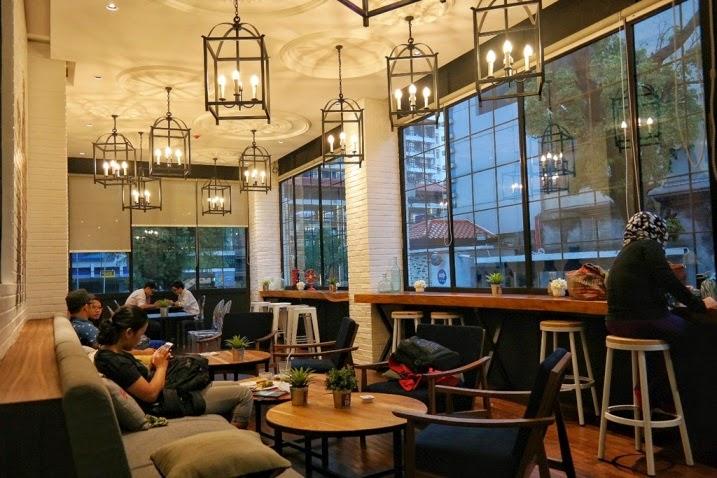 cerita makan, coffeeshop, roaster and bear, hotel harper, jogja, yogyakarta, kuliner jogja, interior, cafe
