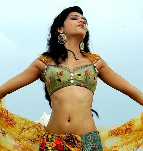 Sruthi hasan sexy images