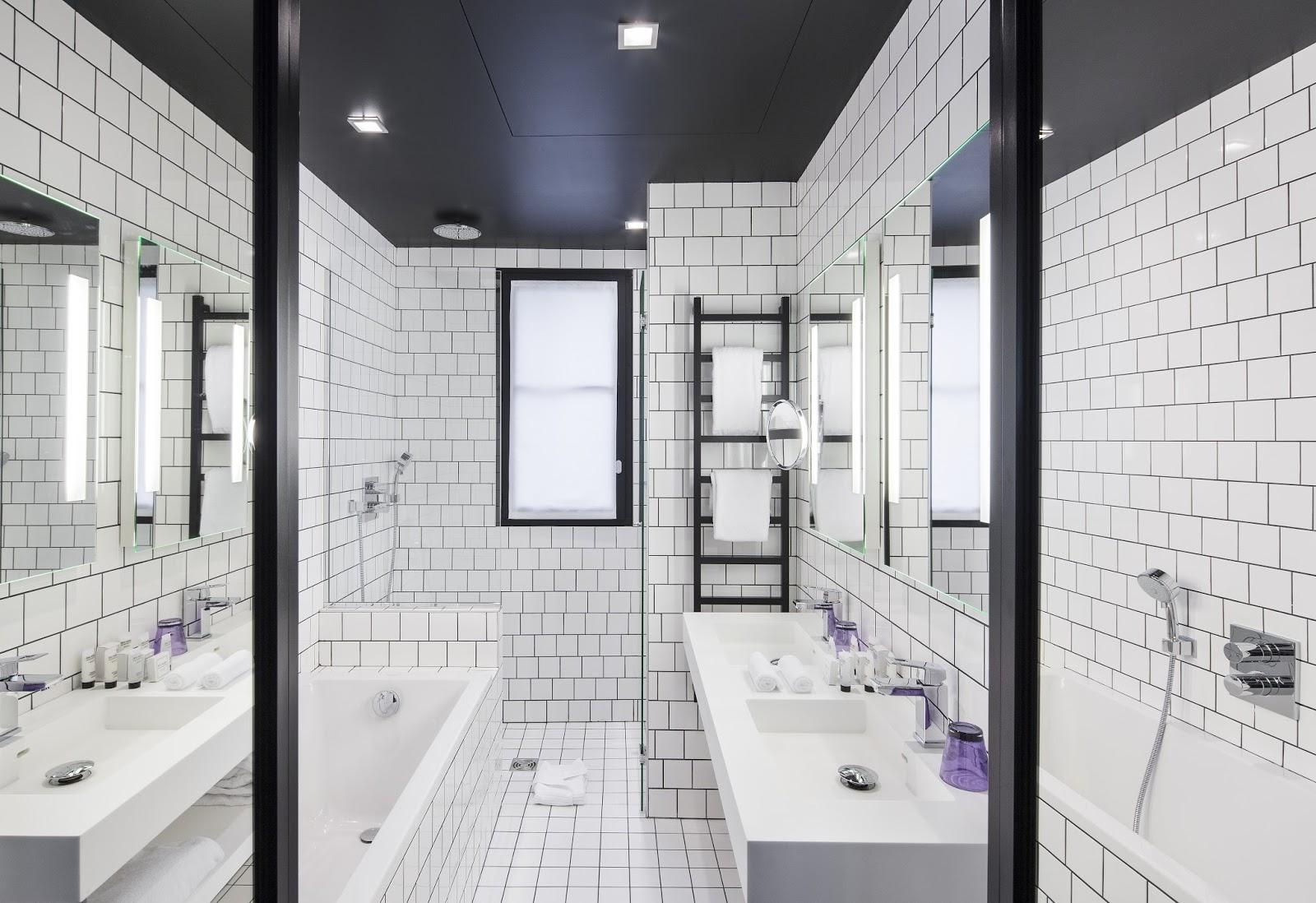 Carrelage salle de bain romantique for Carrelage blanc brillant
