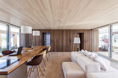 Diseño de interiores de casa funciona energía solar