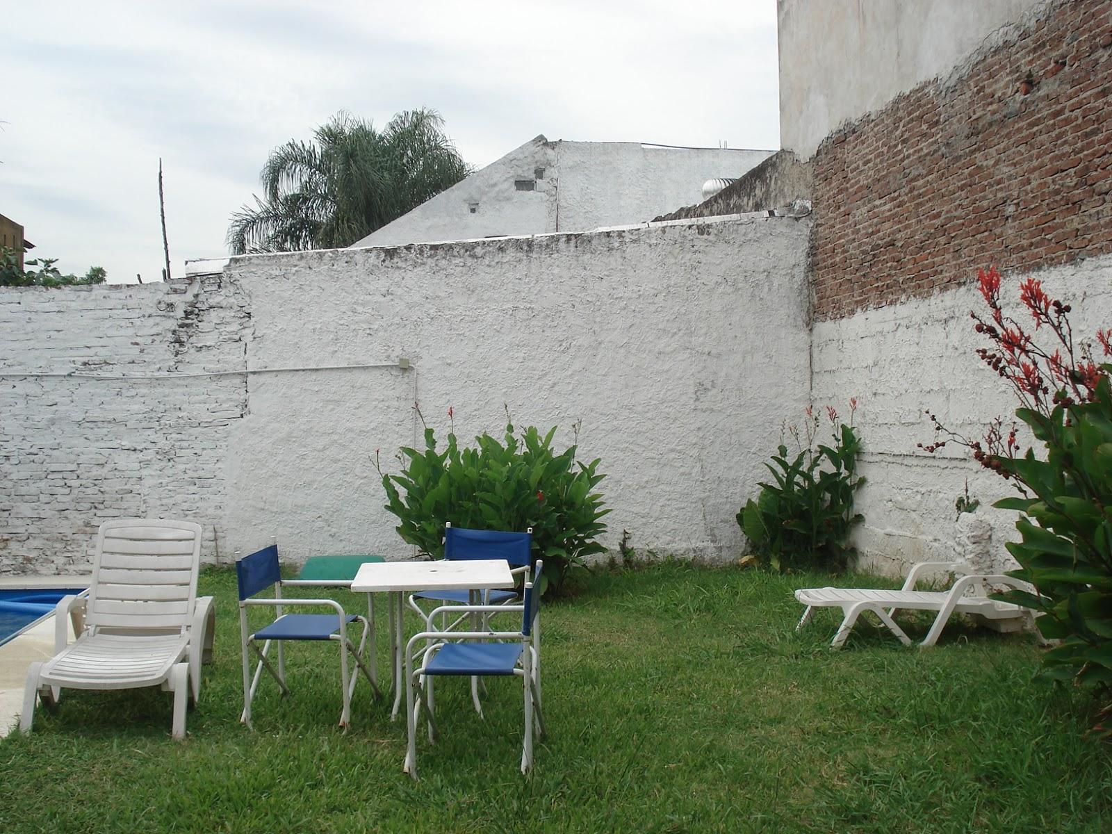 Reverdir jardineria y paisajismo jardin con medianera for Jardineria y paisajismo