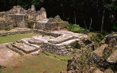 Uaxactún La Reserva de la Biosfera Maya