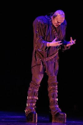 """El famoso cantante Jose Fors intepretando al """"ente"""""""