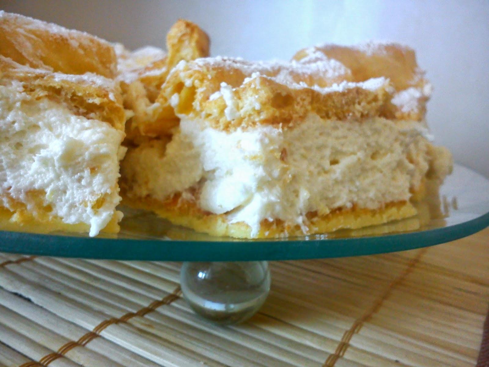 Karpatka - ciasto ptysiowe z kremem budyniowym.