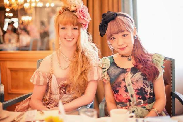Kyra junto a Hitomi Nomura (Grimoire)