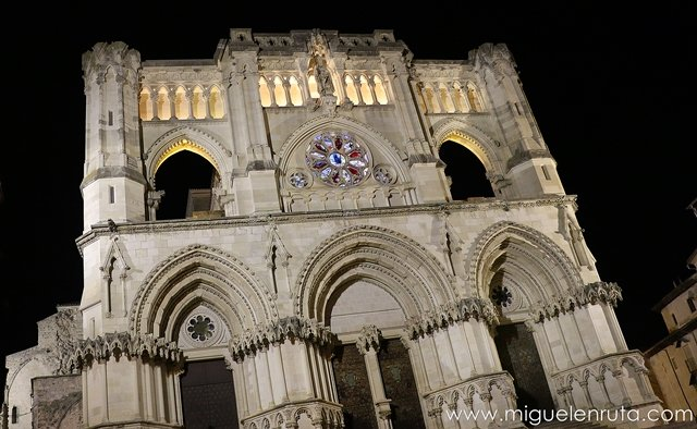 Catedral-Cuenca-noche
