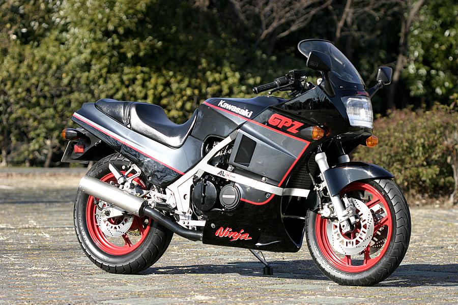 Hell Kustom : Kawasaki GPZ 400 1991 By Russell Mecanica